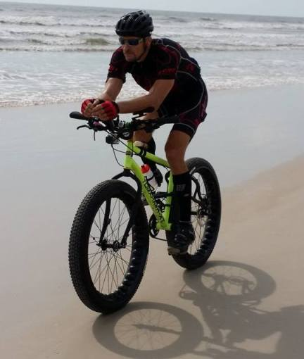 Bike Rider Attempts 24 Hour Race To Set Guinness World Record in Daytona 01